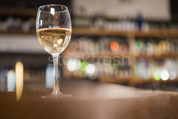 View vetro vino bianco pub Foto d'archivio © wavebreak_media
