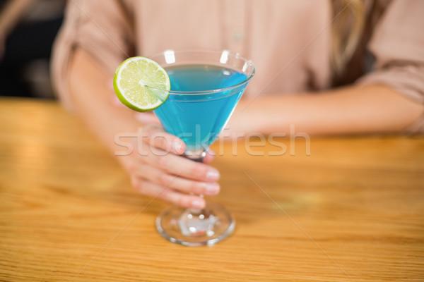 Kobiecy strony koktajl szkła bar Zdjęcia stock © wavebreak_media