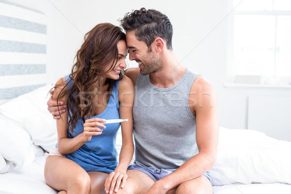 Szczęśliwy młoda kobieta test ciążowy posiedzenia mąż Zdjęcia stock © wavebreak_media
