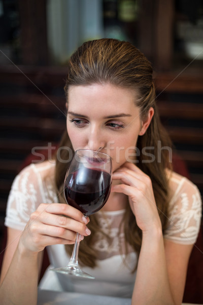 Vue heureux femme potable verre de vin Photo stock © wavebreak_media