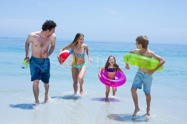 Alegre familia ejecutando superficial agua natación Foto stock © wavebreak_media