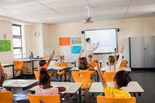 Tanár lecke diákok iskola fiú osztályterem Stock fotó © wavebreak_media