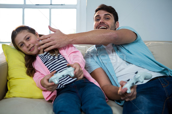 Père fille jouer jeu vidéo salon maison Photo stock © wavebreak_media