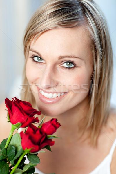 Stok fotoğraf: Portre · gülümseyen · kadın · güller · ev · çiçek