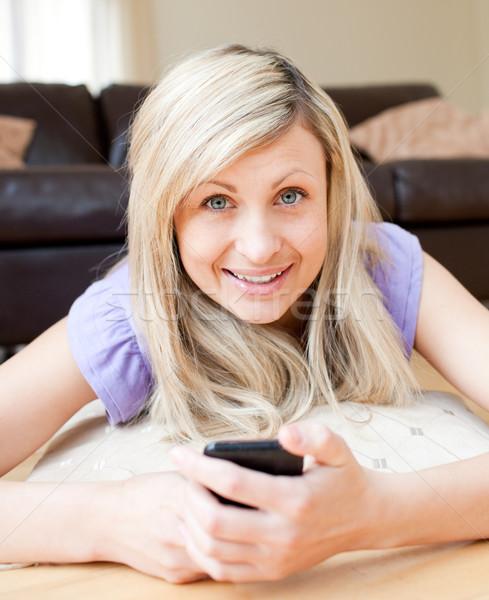 Kadın metin livingroom telefon iletişim Stok fotoğraf © wavebreak_media