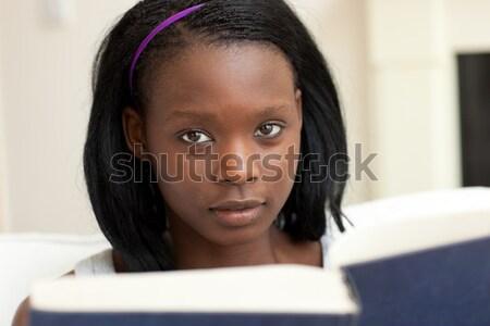 Occupato donna lettura libro pollice up Foto d'archivio © wavebreak_media