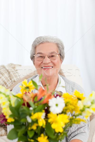 Senior flores casa mulher cara beleza Foto stock © wavebreak_media