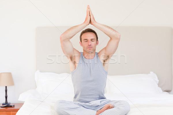 Człowiek jogi bed sexy przestrzeni Zdjęcia stock © wavebreak_media