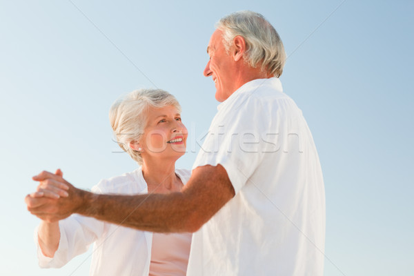 Dansen strand gelukkig lopen ouderen Stockfoto © wavebreak_media