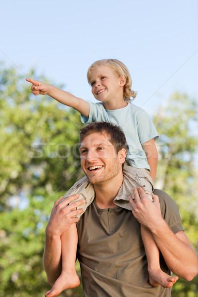 Boldog apa fiú háton mosoly szeretet Stock fotó © wavebreak_media