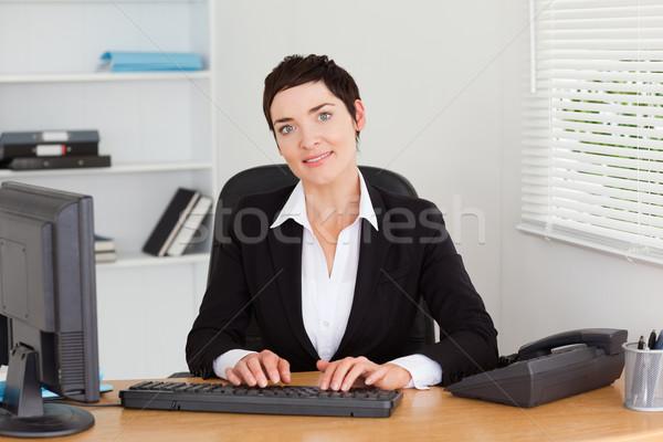 小さな 秘書 入力 オフィス コンピュータ 幸せ ストックフォト © wavebreak_media