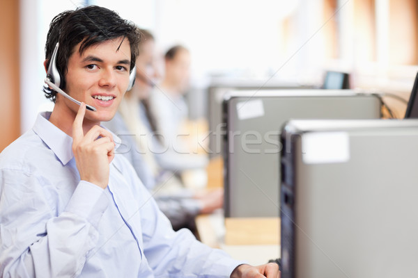 Exploitant poseren hoofdtelefoon call center computer kantoor Stockfoto © wavebreak_media