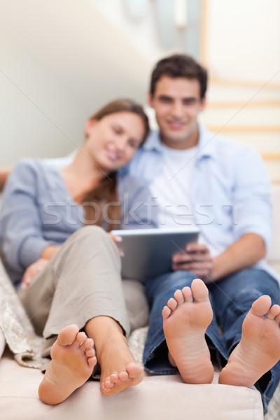 Portre çift oturma odası Internet mutlu Stok fotoğraf © wavebreak_media