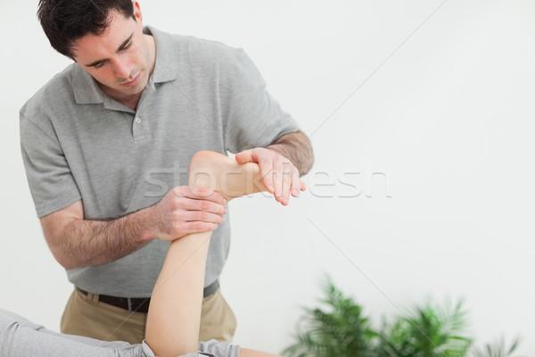 Arts voet patiënt kamer handen Stockfoto © wavebreak_media