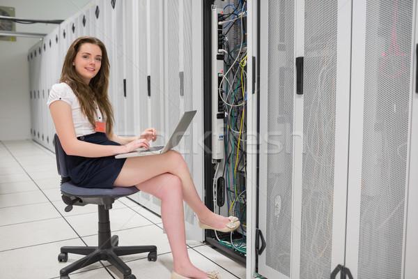 Mosolygó nő adattárolás adatközpont építkezés munka biztonság Stock fotó © wavebreak_media