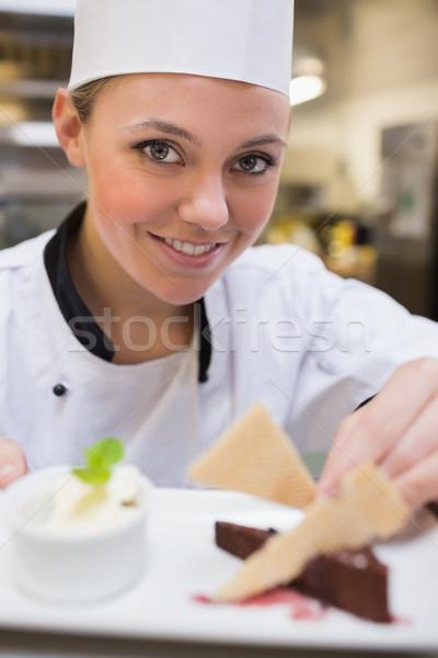 笑みを浮かべて シェフ スライス ケーキ キッチン ストックフォト © wavebreak_media