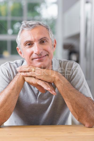 Retrato sereno hombre mirando cámara casa Foto stock © wavebreak_media
