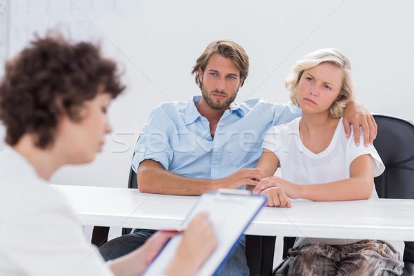 Pareja mirando terapeuta silla escritorio Foto stock © wavebreak_media