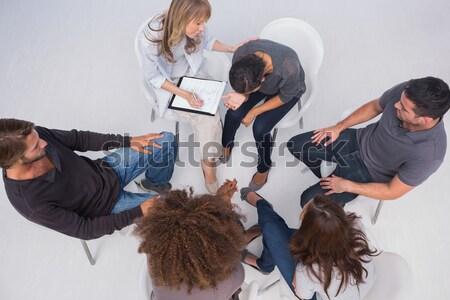 Terapeuta megnyugtató beteg sír csoport terápia Stock fotó © wavebreak_media
