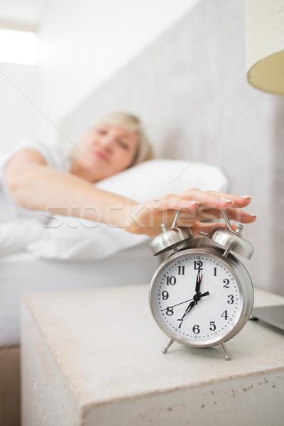 Nő kéz ébresztőóra ágy elmosódott álmos Stock fotó © wavebreak_media