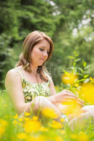 Figyelmes nő megnyugtató mező aranyos fiatal nő Stock fotó © wavebreak_media