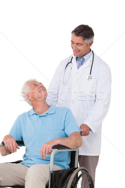 Stok fotoğraf: Doktor · itme · kıdemli · hasta · tekerlekli · sandalye · beyaz