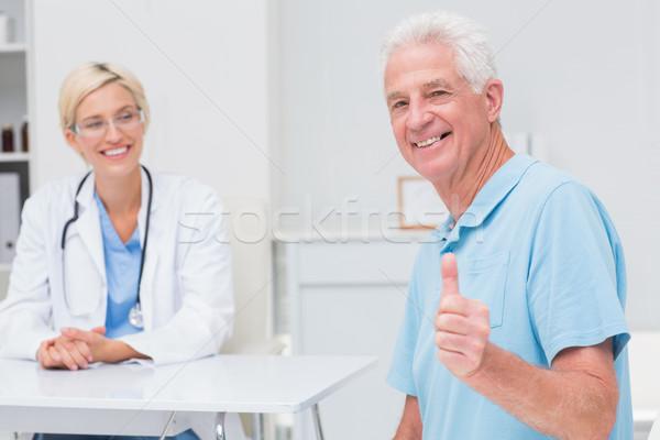 Altos paciente médico mirando Foto stock © wavebreak_media