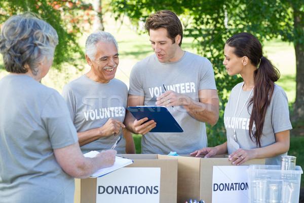 Boldog önkéntes ír vágólap napos idő nő Stock fotó © wavebreak_media