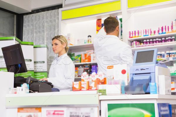 équipe pharmacie femme homme médicaux Photo stock © wavebreak_media