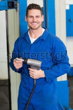 Portré boldog férfi szerelő mobiltelefon fehér Stock fotó © wavebreak_media