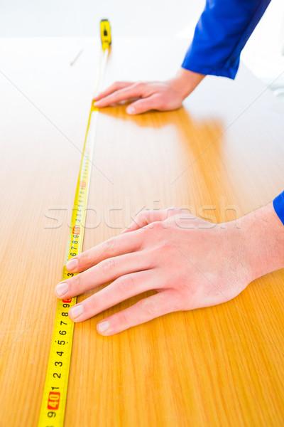 Handyman madeira conselho brilhante escritório Foto stock © wavebreak_media
