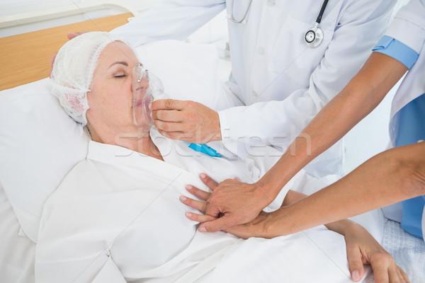医師 酸素マスク 病院 女性 男 医療 ストックフォト © wavebreak_media