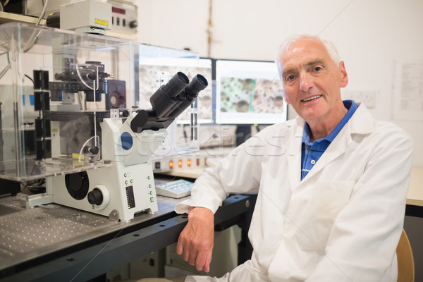 Grande microscópio computador universidade homem feliz Foto stock © wavebreak_media