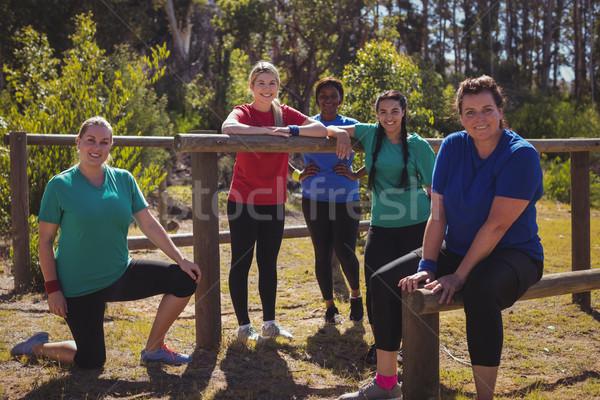 グループ フィット 女性 リラックス 一緒に ブート ストックフォト © wavebreak_media