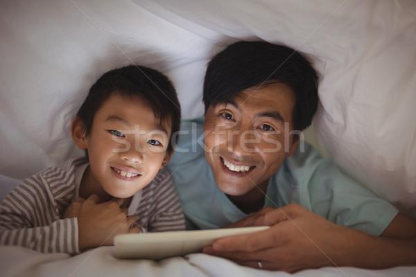 Père en fils numérique comprimé couverture chambre maison Photo stock © wavebreak_media
