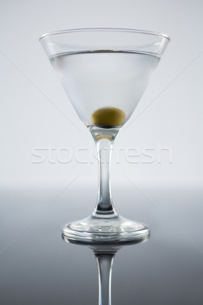 Foto stock: Coquetel · martini · azeitonas · tabela · branco