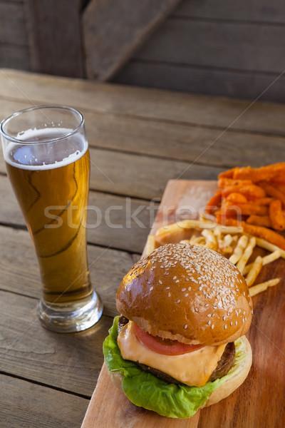 Hamburger sültkrumpli üveg sör fa asztal étel Stock fotó © wavebreak_media