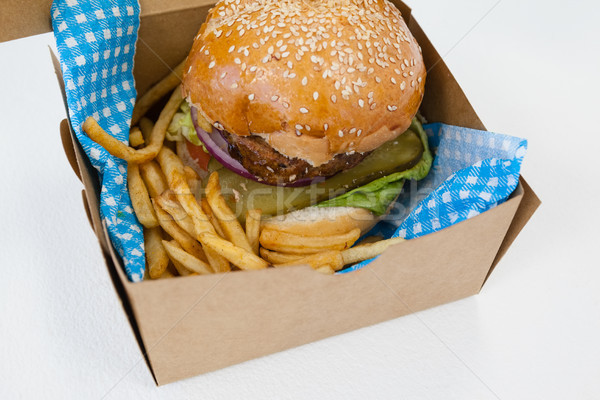 Hamburger frytki z dala pojemnik tabeli Zdjęcia stock © wavebreak_media