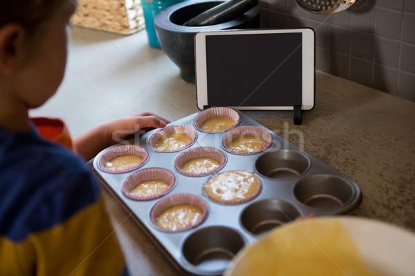 Erkek çörek kalay mutfak tezgahı Stok fotoğraf © wavebreak_media