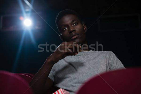 Adam patlamış mısır izlerken film tiyatro gıda Stok fotoğraf © wavebreak_media