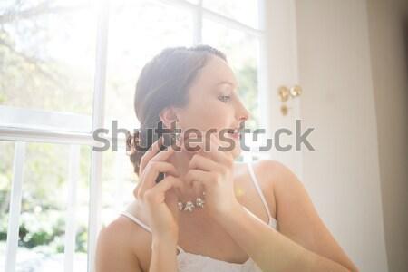 View bella sposa indossare orecchino Foto d'archivio © wavebreak_media