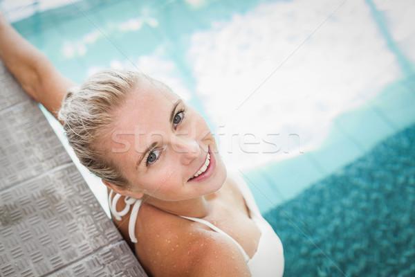 Vonzó nő pihen perem medence nő víz Stock fotó © wavebreak_media