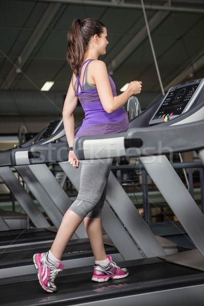 Terhes nő futópad tornaterem nő boldog test Stock fotó © wavebreak_media