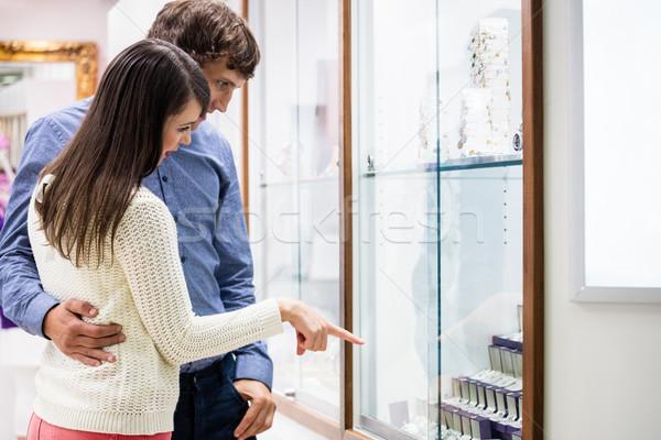 счастливым пару торговых ювелир магазин глядя Сток-фото © wavebreak_media