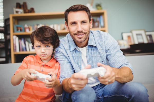 Gülen baba oğul oynama video oyunu ev ev Stok fotoğraf © wavebreak_media