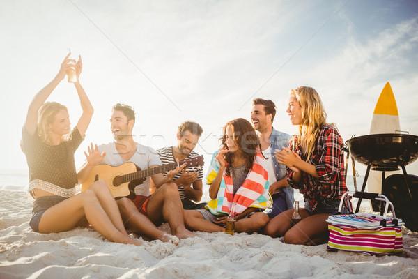 Boldog barátok szórakozás barbecue tengerpart sör Stock fotó © wavebreak_media