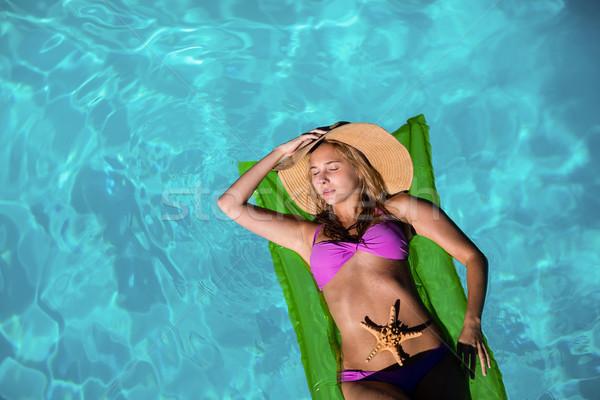 Mujer relajante inflable piscina casa sombrero Foto stock © wavebreak_media