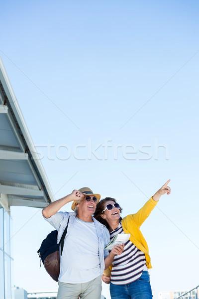Kadın adam işaret açık gökyüzü mutlu olgun kadın Stok fotoğraf © wavebreak_media