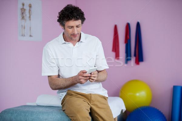 Mobiltelefon klinika férfi profi ül kapcsolat Stock fotó © wavebreak_media