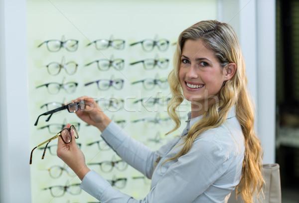 Sonriendo femenino cliente gafas retrato Foto stock © wavebreak_media